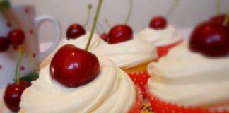 Cupcake s trešnjama i kremom od vanilije