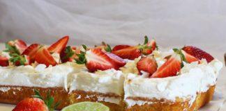 Jednostavan kolač od jagoda i kokosa