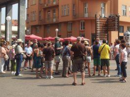 Turisti - razgledanje grada