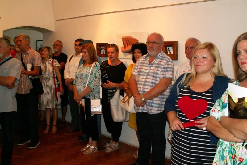 'OSVRTI': Otvorena velika retrospektivna izložba akademskog kipara Dejana Durakovića