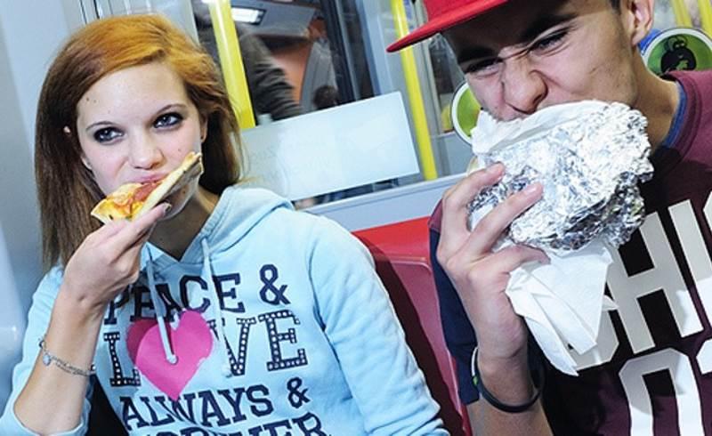 Bečko poduzeće za javni prijevoz zabranit će konzumaciju hrane s jakim mirisom u svojim vozilima?!