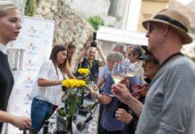 DANI OTVORENIH BUTELJA: Sjajan srijemska vina oduševila uzvanike i šetače na Gornjem gradu