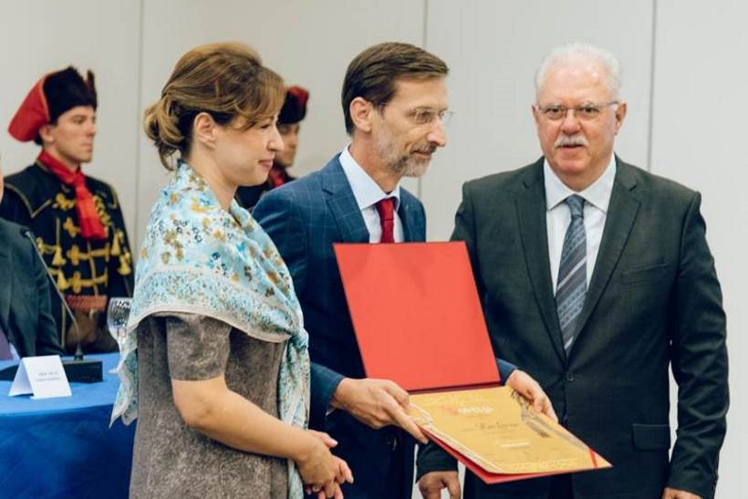 Miro Gavran proglašen prvim hrvatskim Veleposlanikom kravate