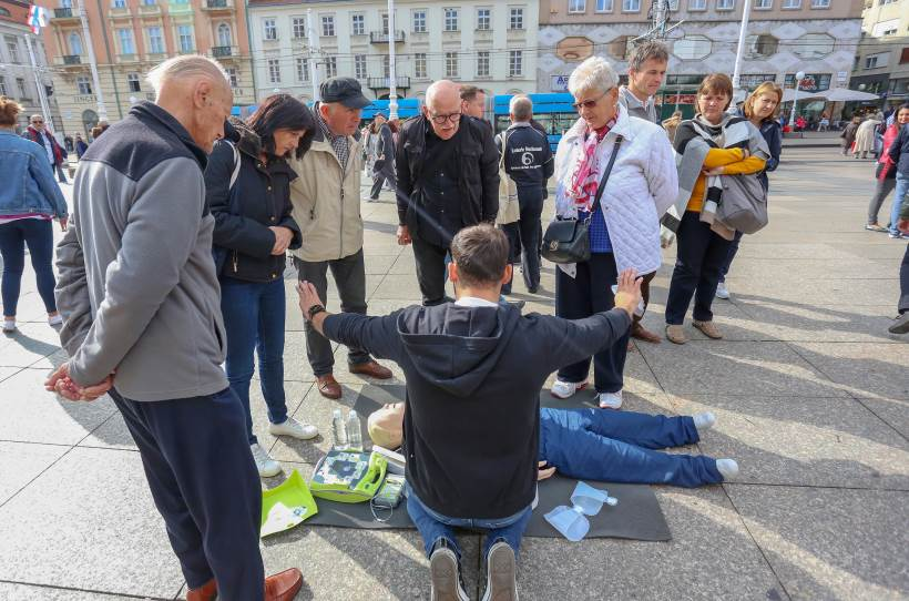 SVJETSKI DAN SRCA: Gužva oko štandova na Trgu, javnozdravstvena akcija privukla brojne građane
