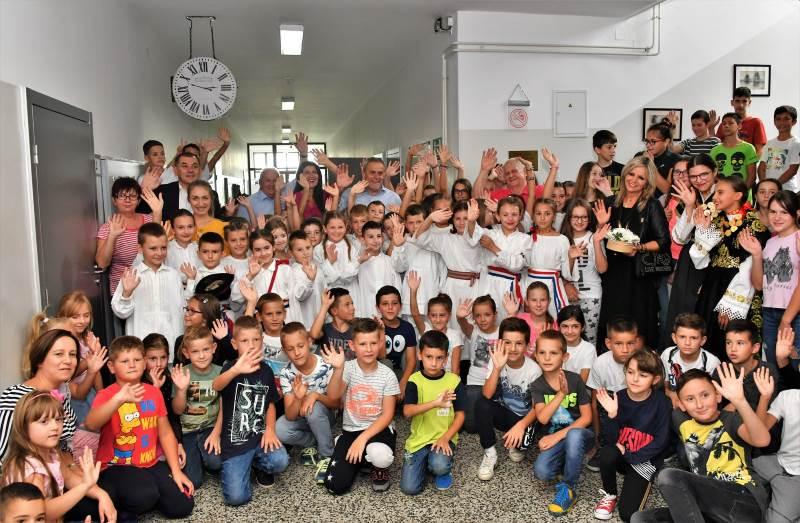 Grad Zagreb donirao udžbenike i za djecu s poplavljenih područja Slavonije