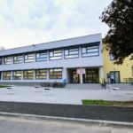 KUPLJENOVO: Otvorena dograđena osnovna škola, sa sportskim igralištem na krovu