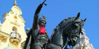 KRAVATIRALI BANA: Vezivanjem kravate banu Jelačiću, otvoren festival Dani kravate