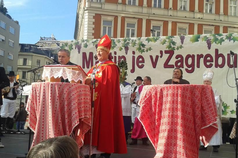 MARTIN JE V ZAGREBU: Na Trgu bana Jelačića održano tradicionalno krštenje mošta