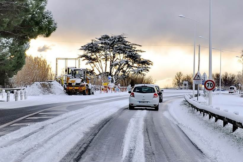 KORISNI SAVJETI: 10 zlatnih pravila za vožnju u zimskim uvjetima
