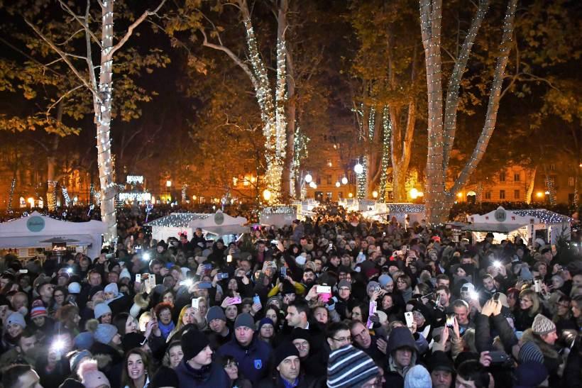 ADVENT U ZAGREBU: Zapaljena prva svijeća na Manduševcu, za građane otvorena vila na Prekrižju