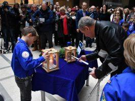 Gradonačelnik Bandić u auli Gradske uprave preuzeo Betlehemsko svjetlo