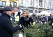 POMOĆ SIROMAŠNIMA: Na Trgu bana Jelačića po 17. put održana humanitarna prodaja božićnih drvaca