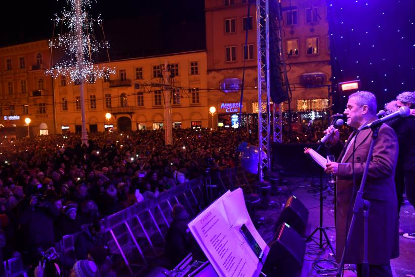 DOČEK NOVE GODINE: Tisuće Zagrepčana i turista zabavljalo se na Trgu bana Jelačića