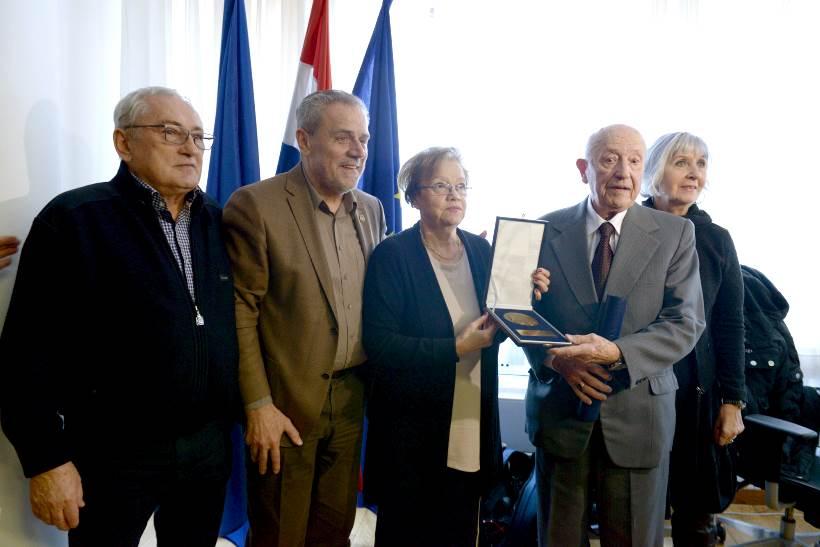 Gradonačelnik Bandić primio antifašiste i generala Vinka Šunjaru koji slavi 90. rođendan