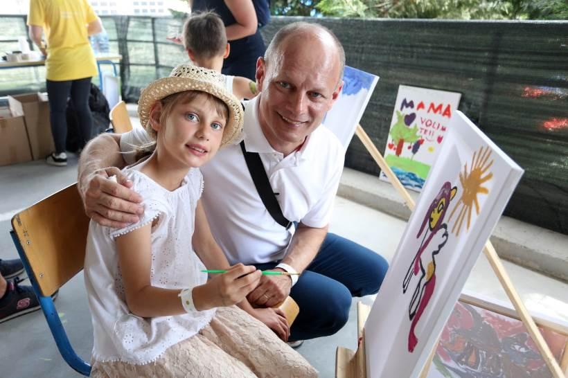 POTPORA: 'dm' daruje 10.000 kuna djelatnicima koji postanu roditelji