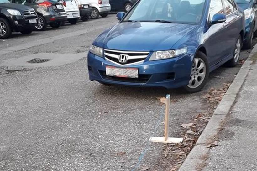 """Zagrepčanin na originalan način """"rezervirao"""" parkirno mjesto, susjedi baš i nisu oduševljeni... [FOTO]"""