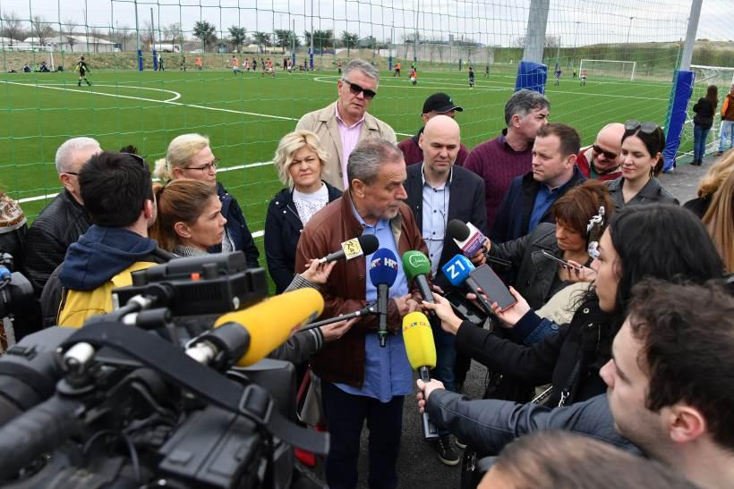 Bandić obišao Novi Zagreb, u Lučkom položio kamen temeljac za novi objekt Doma zdravlja