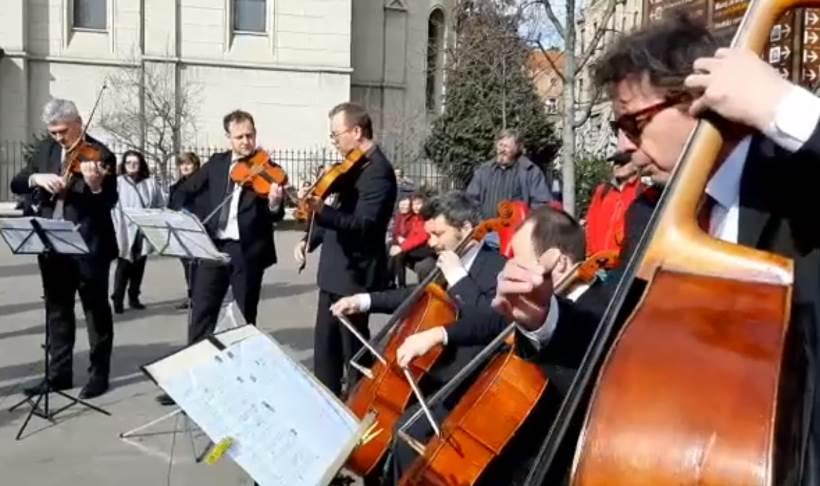 Zagrebački solisti mini koncertom na Cvjetnom trgu obilježili Međunarodni dan žena