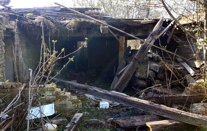 KURIJE U KURILOVCU: Jedna posve srušena, druga razgrađena i čeka obnovu