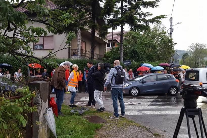 Napokon rješenje za ulicu Karažnik, učenici više neće riskirati život da bi stigli do škole!?