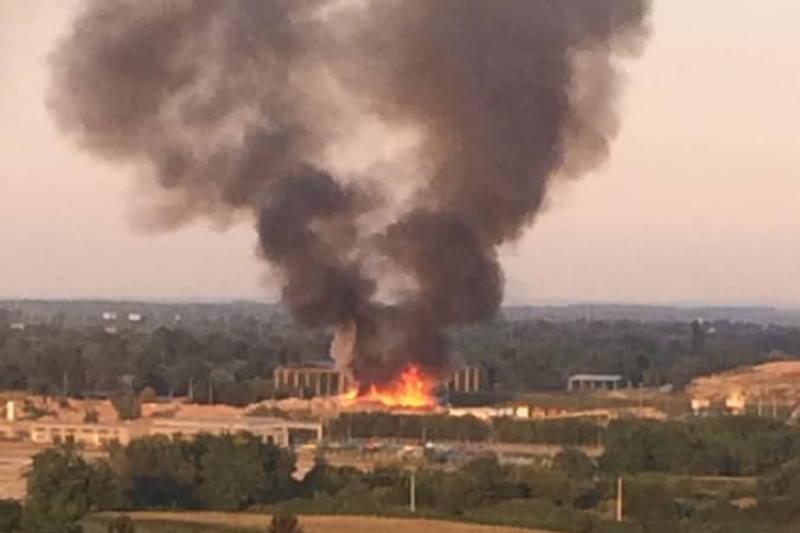 POŽAR NA JAKUŠEVCU: Zapalilo se reciklažno dvorište, u nebo se diže crni dim