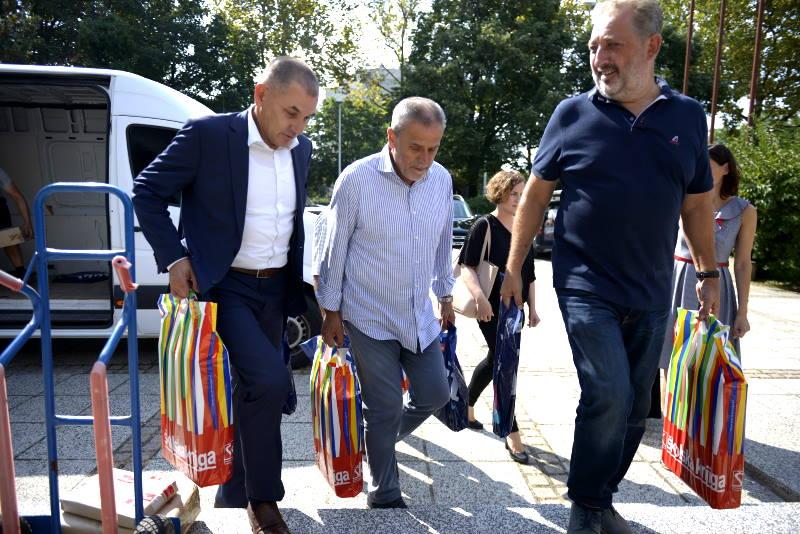 Besplatni udžbenici za učenike srednjih i osnovnih škola, Bandić osobno provjerio tijek isporuke