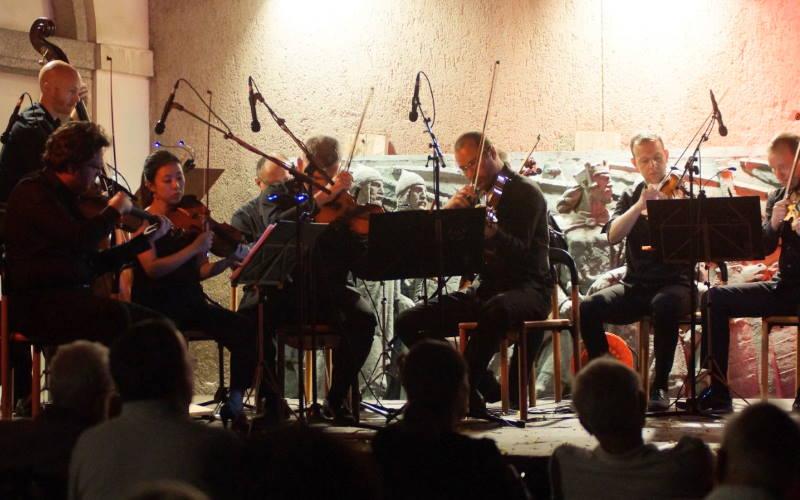 ZAGREBAČKI SOLISTI na najljepšoj gornjogradskoj pozornici, dvije izvedbe za kraj scene Amadeo
