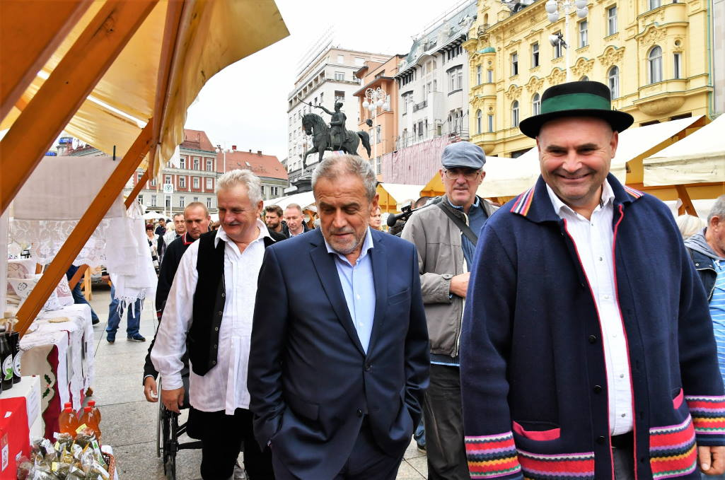 DANI SLAVONIJE U ZAGREBU: Na Trgu bana Jelačića 105 izlagača nudi autohtone proizvode