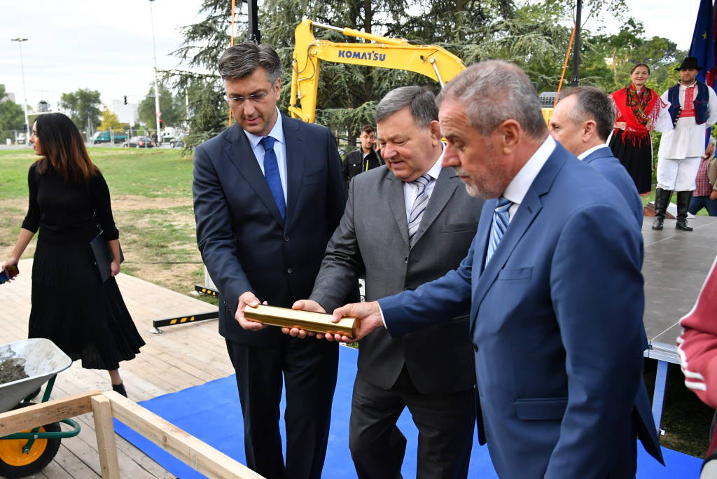Na Trgu Stjepana Radića položen kamen temeljac za Spomenik domovini