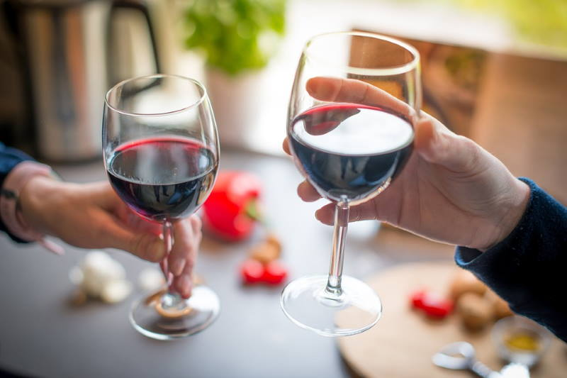 Crno vino - čaša vina