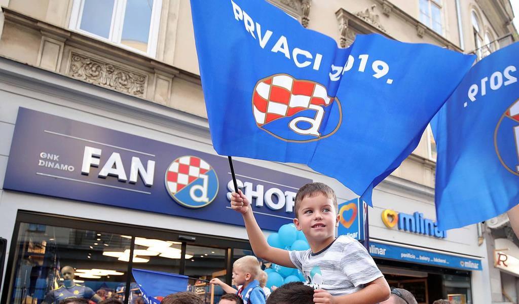 Oba Dinamova fan shopa od kraja listopada rade i nedjeljom