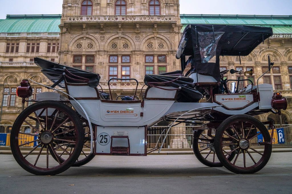 SJAJNA IDEJA: U Beču predstavljen prvi fijaker na električni pogon