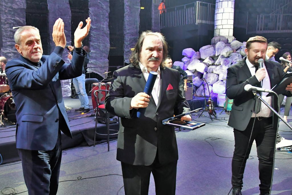Na spektakularnom koncertu u Areni Miši Kovaču uručena Medalja Grada Zagreba