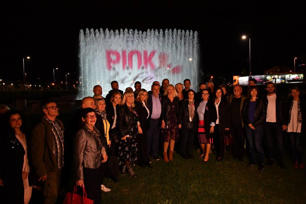 Zagrebačke fontane osvijetljene u povodu Mjeseca borbe protiv karcinoma dojke