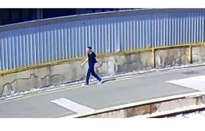 """MOŽETE LI GA PREPOZNATI? Policija traži ovog muškarca zbog """"opasne radnje"""" na Glavnom kolodvoru"""