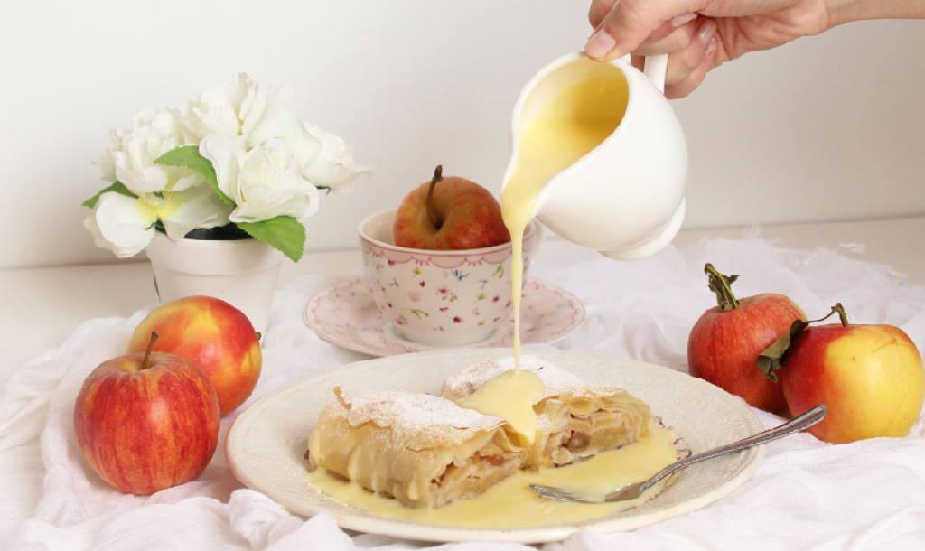 Štrudla s jabukama u umaku od vanilije - omiljeni kolač na malo drugačiji način