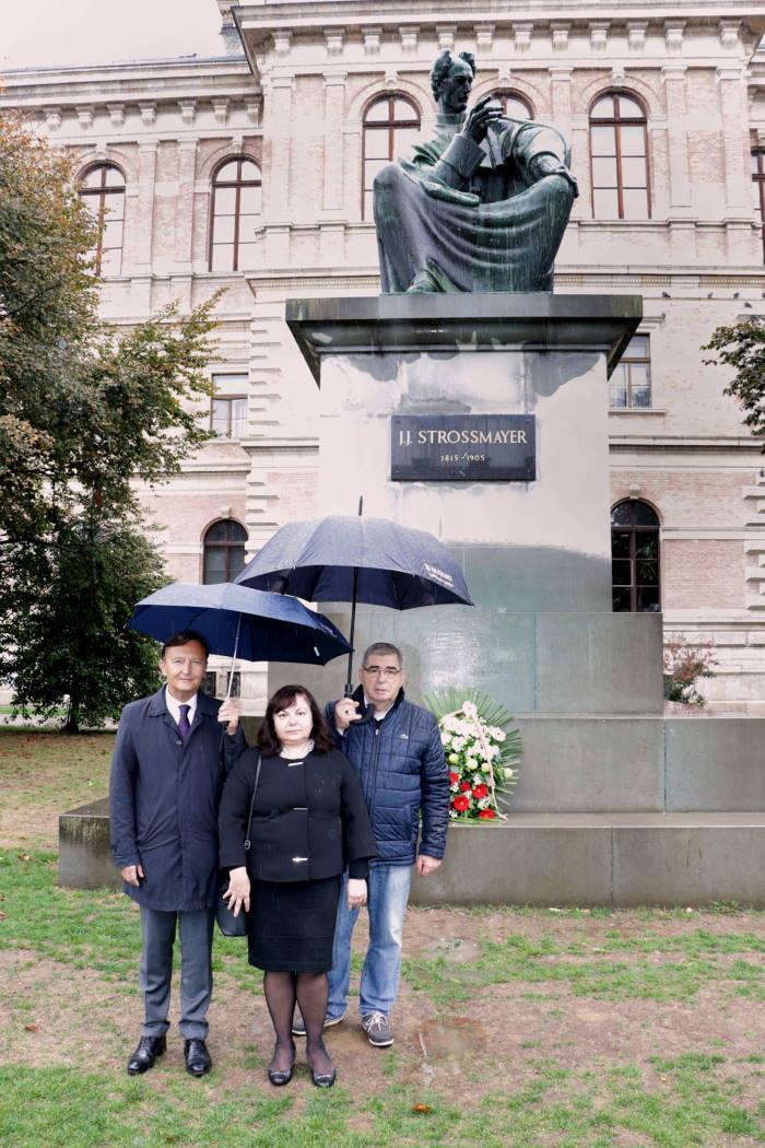 Bugarska veleposlanica Genka Georgieva odala počast Strossmayeru i Račkom [FOTO]