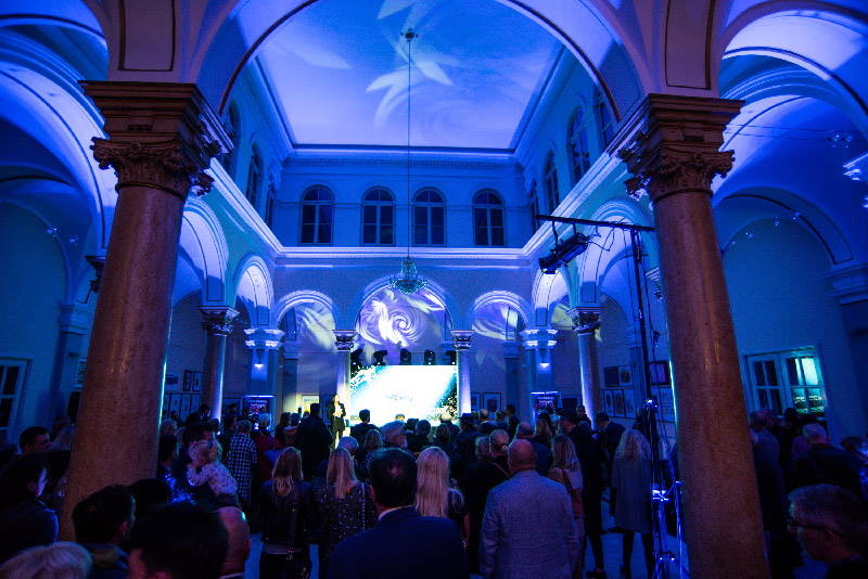 U muzeju Mimara otvorena izložba 'Kristal total art' Ivice Propadala