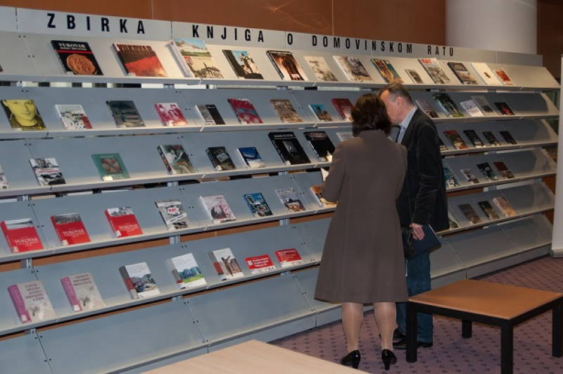 SJEĆANJE NA VUKOVAR: Prigodna izložba knjiga u Nacionalnoj i sveučilišnoj knjižnici