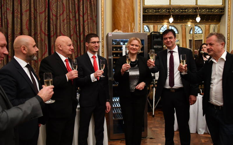 Zagreb VINOcom 2019. okupio više od 300 proizvođača vina, pršuta, sira, ulja, kulena, slatkih delicija...