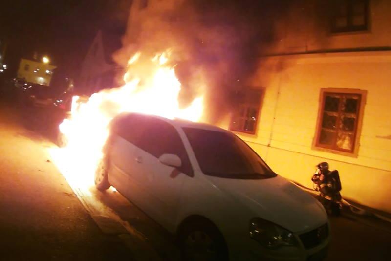 ZAGREBAČKI VATROGASCI OBJAVILI: Na Gornjem gradu gorjela dva automobila!