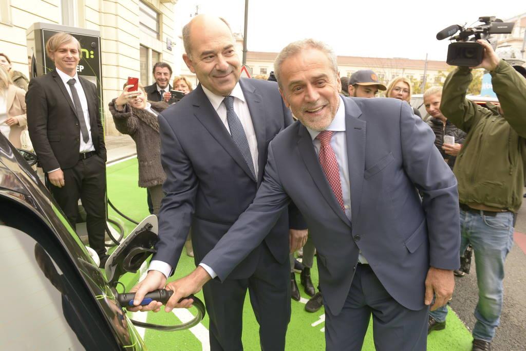 Zagreb dobio još jednu punionicu za električna vozila, otvorena je danas na Trgu kralja Tomislava