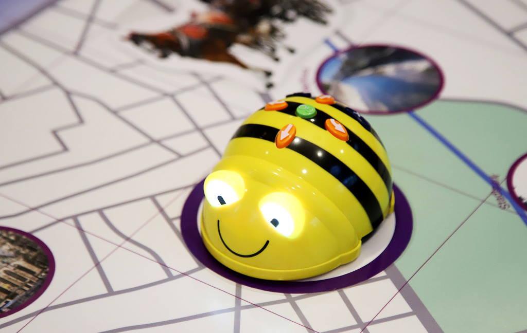 OVAKO UČE MALI AUSTRIJANCI: U bečke vrtiće i škole stižu roboti za učenje u obliku pčelice