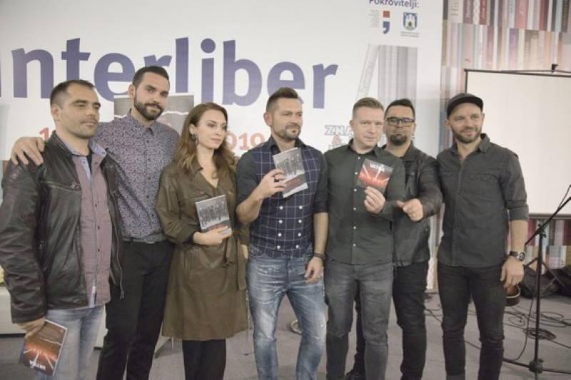 """Grupa Vatra na Interliberu predstavila biografiju """"20 godina s preprekama"""""""