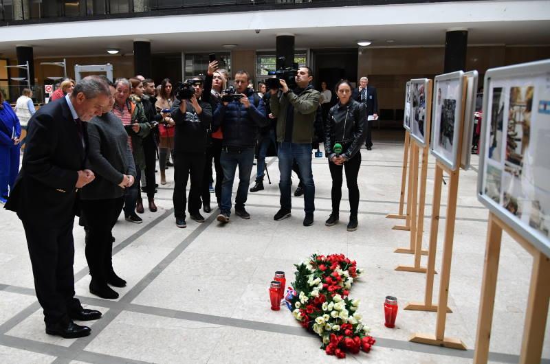 """U auli gradske uprave otvorena izložba """"Vukovar i Škabrnja u Zagrebu – 28 godine poslije"""""""