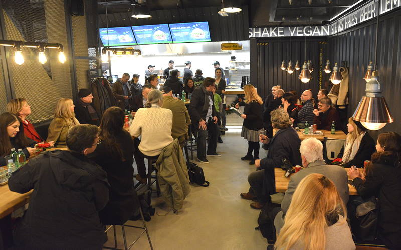 U Branimir mingle mallu otvoren prvi slovenski burger bar Lars&Sven