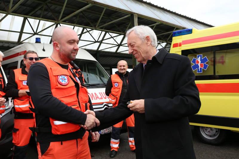 ŽUPAN PREDAO KLJUČEVE: 5 novih vozila hitnoj pomoći, do kraja godine stižu još 2