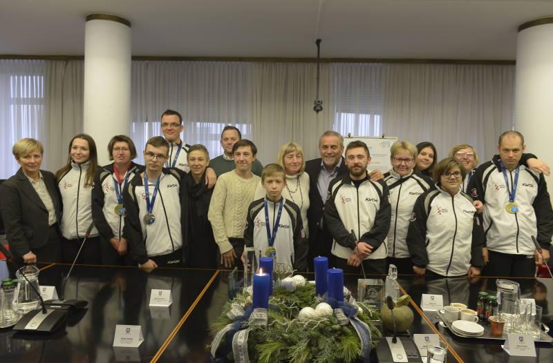 OSVAJAČI DEVET MEDALJA NA EP U BARIJU: Članovi para taekwondo reprezentacije kod Bandića