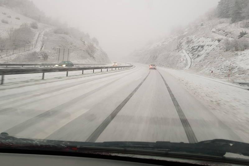 Ceste kroz Liku pod snijegom