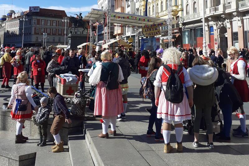 FAŠNIK VU ZAGREBU: Središtem grada prodefilirala vesela fašnička povorka